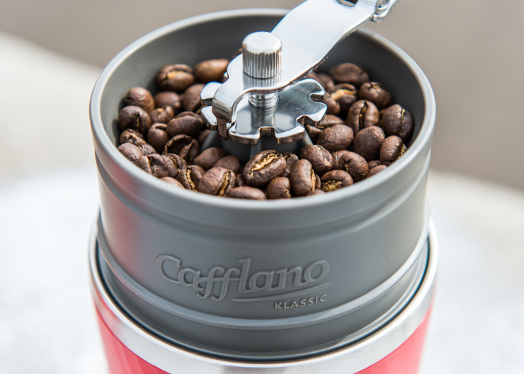 Sprudge-CafflanoBrewerNYCFest2015-RobertWolcheck-Cafflano_Grinder_Closeup_Full_Outdoors-1-740x529